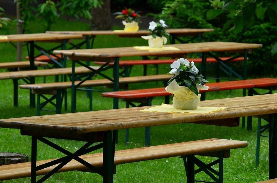 Adornos de mesa para bautizo al aire libre